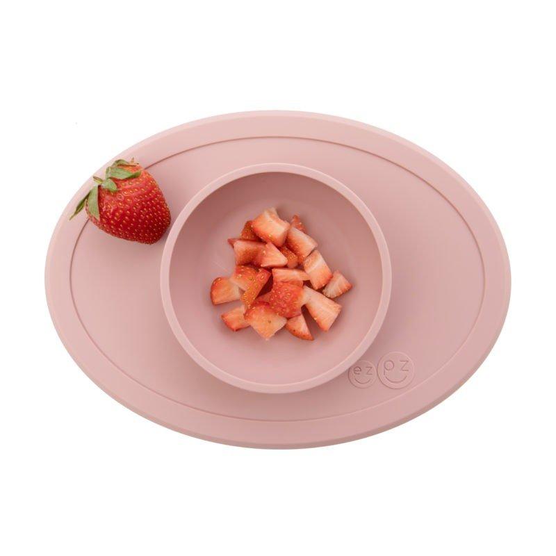 Bol ventouse rose rempli de fraises par EZPZ
