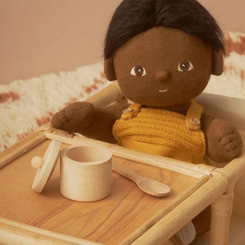 Set repas en bois pour poupée par Olli Ella avec une poupée