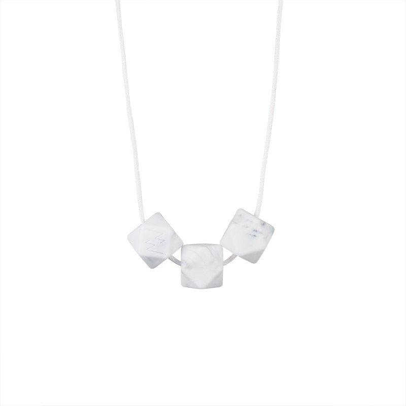 Collier simple dimple marbre par Minty Wendy
