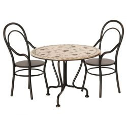 Table et ses chaises pour souris