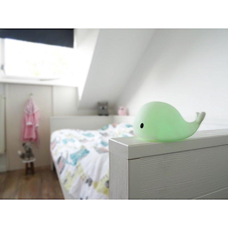 Petite veilleuse baleine LED souple dans une chambre