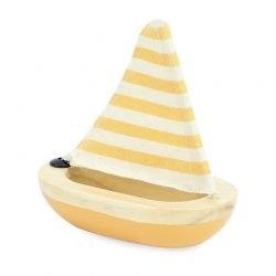 Petit voilier jaune