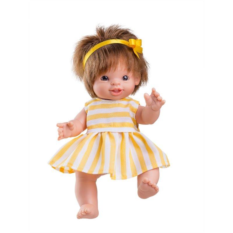 Petite poupée blonde fille par Paola Reina