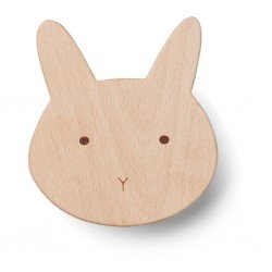 Patère en bois lapin par Liewood pour accrocher un vêtement