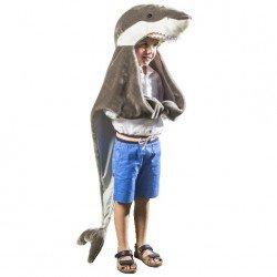 Enfant déguisé en requin avec le déguisement peau de bête