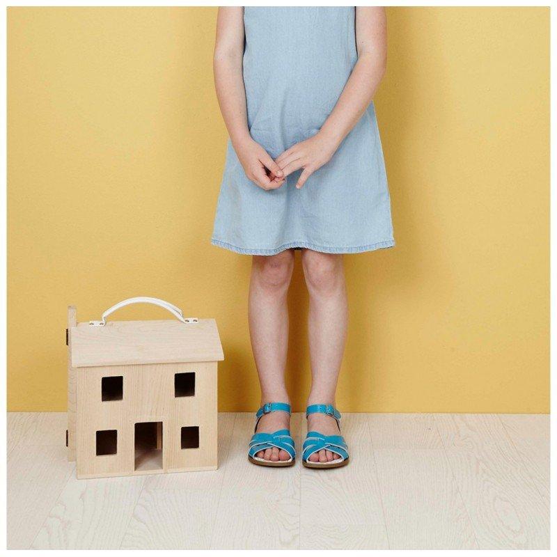 Maison de poupée Holdie avec une petite fille