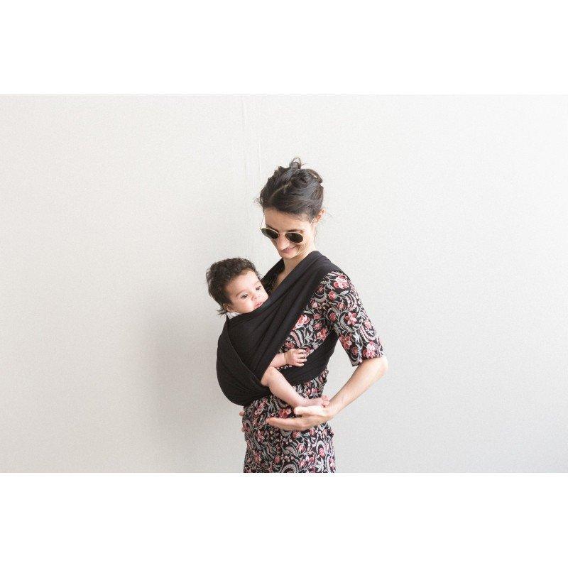 Bébé dans le porte bébé Noir de Studio Romeo