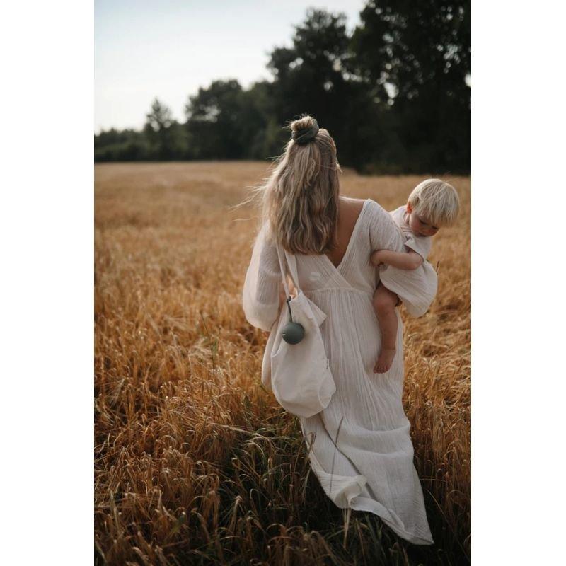 Etui à tétine   Vanille par Mushie dans les champs