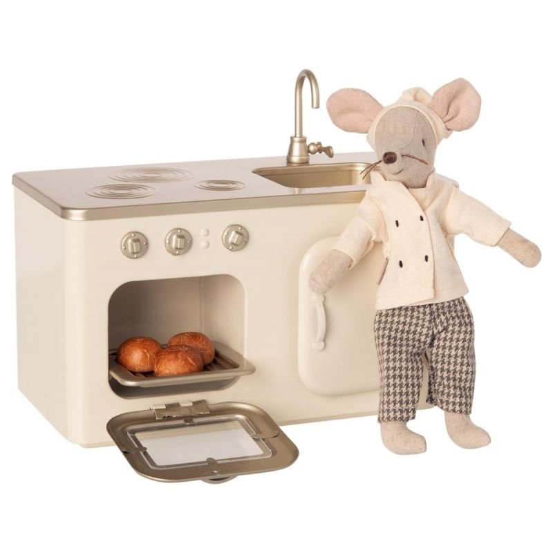 Cuisine miniature pour souris par Maileg avec une souris