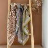 Foulard Diya | Bleu Orage par Bëllemme sur une échelle