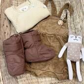 Enorme coup de coeur pour ces boots d'hiver pour bébé. Pour une balade en poussette ou en porte bébé, elles garderont les petits petons au chaud et au sec ☺️