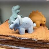 🦖🦕 Les jouets de bain les plus mignons pour fan de dinosaures ! #cadeaunaissance #kidsconceptstore #cadeaubebe #lille #hem #bebe2021 #dinosaure